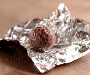 Nutrition|Weight Loss|Eating Psychology blog-small-how-to-stop-binge-eating-on-chocolate-copy-300x251 Uncategorized